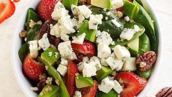 Crumbly Gorgonzola Strawberry Quinoa Salad