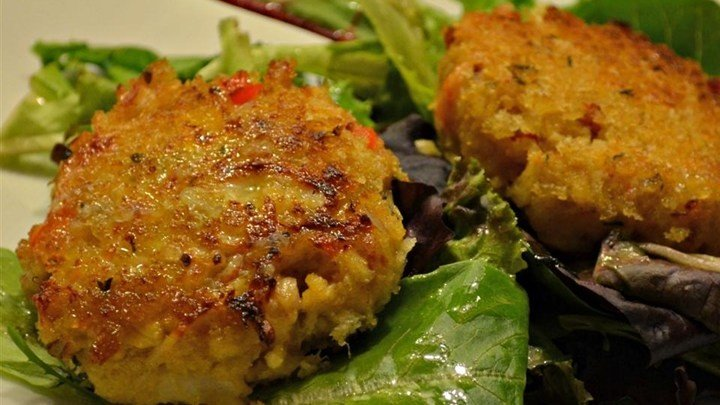 Deviled Crab Cakes on Mixed Greens with Ginger-Citrus Vinaigrette download