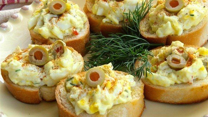 Egg and Olive Crostini download